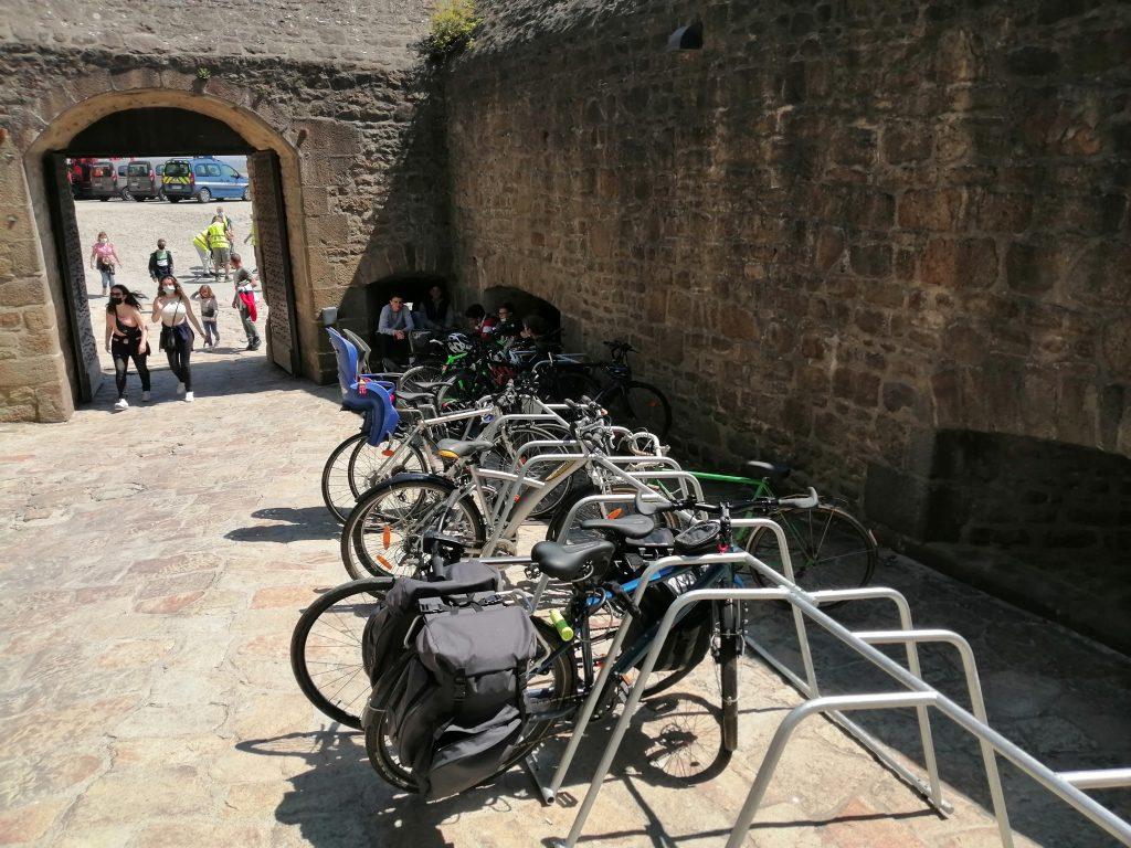 stationnement vélo proposé dans le Mont Saint Michel