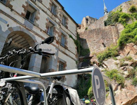 Arceaux ALTAO® Mobile d'un parking vélo pour cyclotouristes temporaire