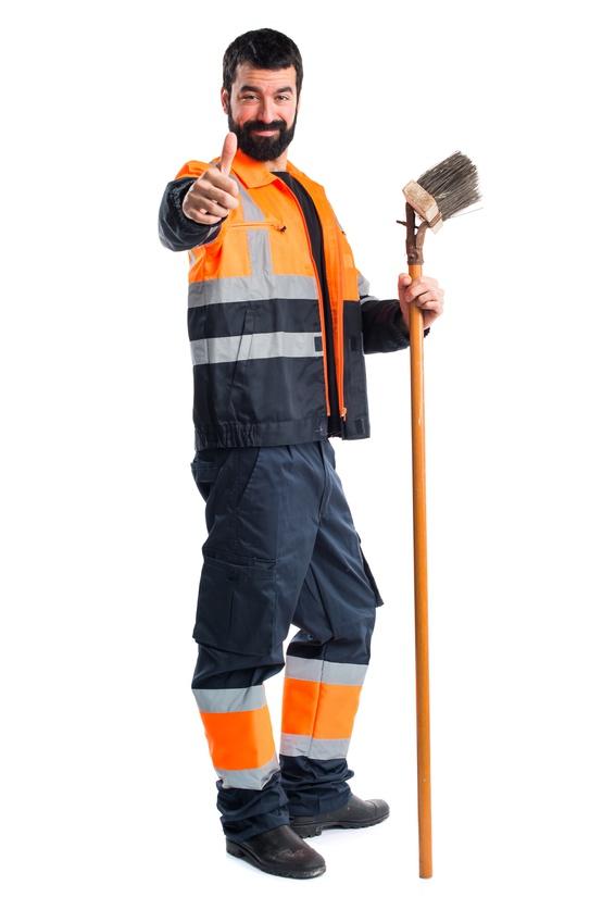 technicien en charge du nettoyage et maintenance des équipements